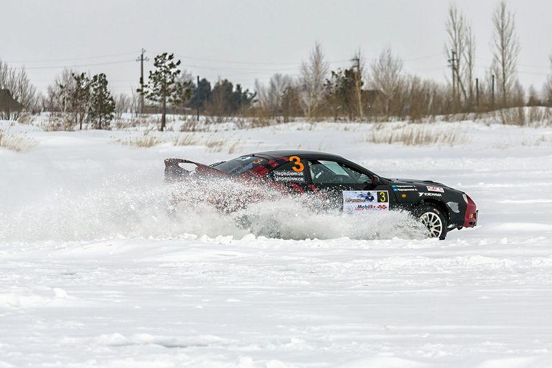 Андрей Чередников традиционно выступает на Toyota Celica GT-Four. На таком же автомобиле, только в чуть ином раскрасе, едет его сын Георгий