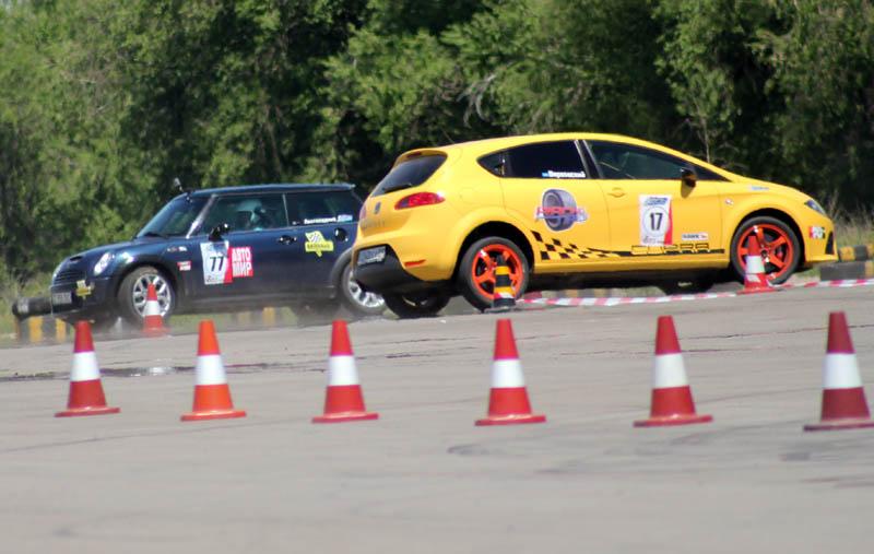 Победитель категории S 12 Олег Верховский на SEAT Cupra и серебренный призер  гонки Ярослав Листопадний на Mini