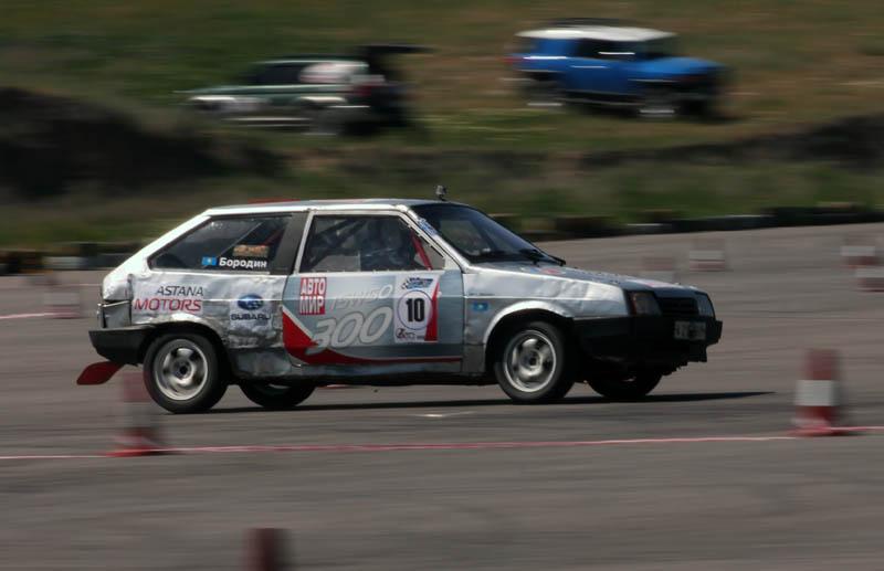 Петр Бородин - главный претендент на победу в S11. Он уверенно выиграл три первых заезда, но, увы, не выдержала техника.