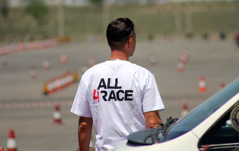 Команда All4Race выставила на эту гонку 4 автомобиля. В этом году этот гоночный коллектив практически не пропускает ни единого события