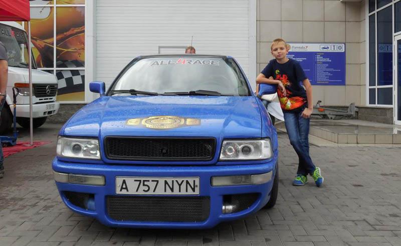 На этом автомобиле Дмитрий выиграл чемпионский титул в драг-рейсинге